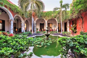 villa_merida_fountain_courtyard_detail.jpg