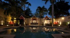 villa_merida_pool_and_bar_at_night.jpg